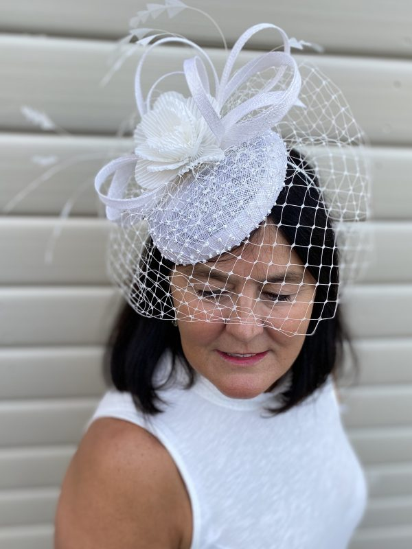 Mother of the bride white fascinator4